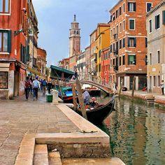 """Getting lost is the only place worth going to"" - Tiziano Scarpa  #italy #sognoitaliano #italian_places #venice #ig_venezia #ig_veneto #italiainunoscatto #best_italiansites #volgoveneto #volgoitalia #ig_italy #italy #ilikeitaly #yallersitalia #loves_united_venice #super_italy"