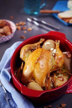 Lorsque je vous avais présenté la brique Emile Henry, j'ai mis une photo d'un poulet rôtidans le plat. La recette arrive enfin ! C'est un poulet aux poire