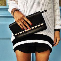 Kurze Hose, langer Pullover. Outfit // Schwarz, Rot, Weiß