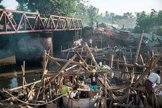 Οικοδόμηση γεφυρών: Κίνδυνοι συμπεριλαμβανομένης της πτώσης, της έκθεσης στη σκόνη ή σε τραυματισμό από βαριά αντικείμενα, καθιστούν την εργασία ακατάλληλη για όλα τα άτομα κάτω των 18 ετών. © Maxime Fossat / ILO