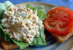 wonderful recipe called Tuna and Egg Salad, so yummy and healthy and more than that this recipe come with only 2 weight watchers Smart Points. Ingredients: 12 oz of tuna packed in water 4 hard boiled eggs 3 tbs Ww Recipes, Cooking Recipes, Healthy Recipes, Tuna Recipes, Skinny Recipes, Burger Recipes, Healthy Habits, Delicious Recipes, Tuna Egg Salad