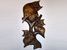 Sculpture en bois de chouette sur une branche de Relief à la main artiste folklorique Local artiste polonais