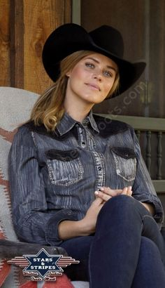 50-Kyra   Camisa western Stars & Stripes efecto desgastado para mujer - Stars & Stripes distressed cloth western shirt for woman.