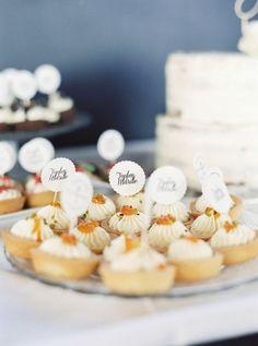 Sweet Table Inspiration: Mini Törtchen mit Quark und Aprikose für Sweet Table von Zuckerzirkus Place Cards, Place Card Holders, Inspiration, Wedding Pie Table, Celebration, Biblical Inspiration, Inhalation, Motivation