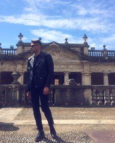 Emanuele Amicucci indossa Domenico-stringata classica alle Terme Tettuccio di Montecatini