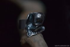 Zilveren ring met gietvorm | Silver ring with casted figure Handmade Jewellery, Contemporary Jewellery, Silver Rings, Skull, Jewelry, Handmade Jewelry, Jewlery, Jewerly, Schmuck