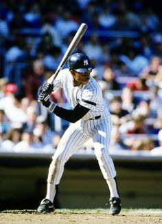 1986: Willie Randolph #20 of the New York Yankees batting wearing Franklin.