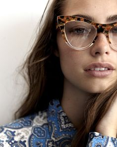 These are the trends to watch in the upcoming year. Just like fashion, eyewear changes all the time. To stay up to date on the trends check out this post! Cute Work Outfits, Casual Outfits, Miu Miu, Trends 2016, Lunette Style, Fashion And Beauty Tips, Mode Inspiration, Who What Wear, Ideias Fashion