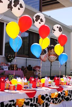 Toy story party - Toys for years old happy toys Fête Toy Story, Toy Story Baby, Toy Story Theme, Toy Story Cakes, Toy Story Food, 2nd Birthday Party Themes, Farm Birthday, Birthday Ideas, Ideas Para Fiestas