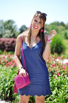 scalloped denim dress, hot pink purse, baublebar earrings, denim dress, hot pink fashion, spring fashion, spring outfit ideas, spring outfit inspo,blue denim, hotpink, spring OOTD
