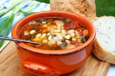 You will find here various recipes mainly traditional Romanian and Mediterranean, but also from all around the world. Romanian Food, Romanian Recipes, Chana Masala, Soul Food, Cheeseburger Chowder, Food To Make, Chili, Beans, Vegetables