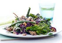 Päivällistä puolessa tunnissa | Kuntoplus.fi Cobb Salad, Green Beans, Quinoa, Cabbage, Bacon, Protein, Vegetables, Food, Vegetable Recipes