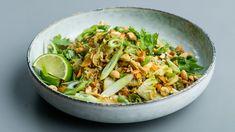 Stegte ris med kinakål er en lækker dansk opskrift fra Go' start 2017, se flere grøntsagsretter på mad.tv2.dk