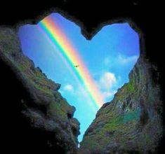 Talvez o segredo da felicidade seja mesmo um montinho de doçura, um tantão de amor e muita fé em todos os dias. Boa noite...