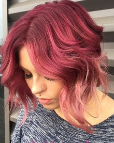 Refreshed this beauty yesterday! Went a little deeper red violet this time. All done with #pearlessence. Roots 6-89+10 vol and ends 9.5-89 + 1.9 %  #modernsalon #btcpics #btcmorningquickie #hairinspo #pinkhair #pink #hair #bob #curls #hairbyshawna_russell #nofilterhaircolor  @behindthechair_com @modernsalon #cosmoprofbeauty @salonmagazine @anthonythebarber916