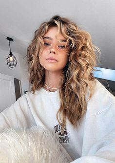 Natural Wavy Hair, Natural Hair Styles, Natural Hair Colour, Bangs Curly Hair, Blonde Curly Hair Natural, Hairstyles With Bangs, Pretty Hairstyles, Haircuts For Wavy Hair, Bangs Hairstyle
