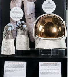 PHOTO: An exhibit of Neil Armstrongs Apollo 11 Visor and Gloves, featuring flown Apollo spacesuit extravehicular visor and gloves in the James S. McDonnell Space Hangar at the National Air and Space Museums Udvar-Hazy Center, Chantilly, Virginia. Neil Armstrong Moon Landing, Astronaut Costume, Nasa Space Program, Apollo Program, Air And Space Museum, Apollo 11, Space Travel, Space Exploration, Solar System