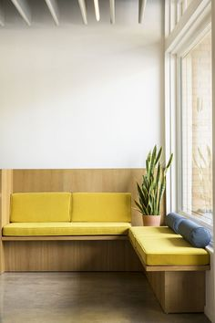 ultra modern bench seating :: Otto Design Group, Lumen Optometric, Sierra Madre, Los Angeles, Photographed by Laure Joliet 2017 Kitchen Banquette, Banquette Seating, Kitchen Seating, Kitchen Nook, Diy Kitchen, Kitchen Ideas, Booth Seating, Office Seating, Built In Seating