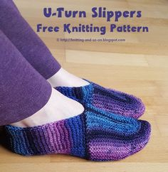Keep your feet warm with these stylish knitted slippers with an unusual construction. These Slippers are knitted in a U-Turn shape around the tip of your foot. They are constructed in one piece, i.e. there are only two ends to weave in per slipper. The pattern comes out best when using variegated yarn, e.g. colorful sock yarn.  knitting tutorial, free knitting pattern, knit, free online knitting pattern, knitting patterns, knitting design, knit design,  Strickmuster, Strickanleitung…
