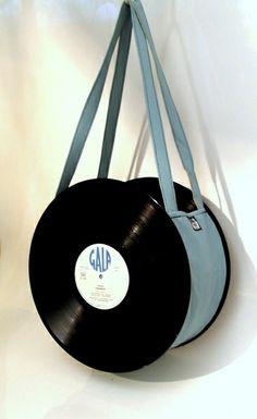 Vinyl Record Crafts, Vinyl Crafts, Diy Arts And Crafts, Vinyl Art, Vinyl Records, Creation Crafts, Diy Wallet, Diy Tote Bag, Accesorios Casual