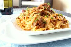 This is a delicious and very easy recipe for a high protein pulled beef cooked in beautiful ragu sauce in the slow cooker! Healthy High Protein Meals, High Protein Recipes, Protein Foods, Healthy Cooking, Healthy Recipes, Healthy Lunches, Beef Ragu Recipe, Pulled Beef, Uk Recipes