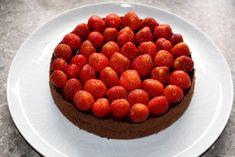 Čokoládovo jahodová torta bez múky, recept, Torty | Tortyodmamy.sk Raspberry, Fruit, Food, Meal, The Fruit, Eten, Raspberries, Meals