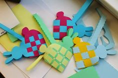 simple crafts making: Bunny Baskets weaving