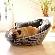 SIRO Twist, the modern dog bed, makes the pet world go round! It's enchanting shape with the two back cushions invites daily cuddling and chilling. The comfortable pillow of this orthopaedic dog bed has a high-quality latex-filling specifically developed and optimized for pets. https://www.pet-interiors.com/us/siro-twist-with-orthopedic-pet-cushion_artnr154109