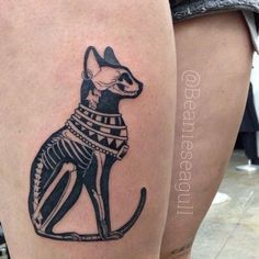Egyptian Cat x-ray by Sean Arnold of Alchemy Tattoo #CatTattoo #TattooIdeasDibujos