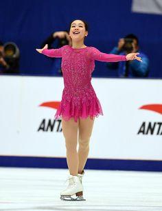 浅田は笑顔を見せて演技を終える (800×1040) http://www.nikkansports.com/sports/figure/asada-mao/photo/article/1562750.html