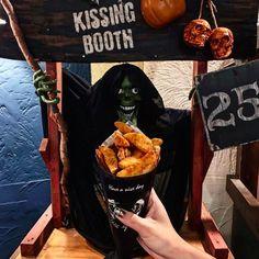 ■SPICY WEDGE CUT POTATO ピリ辛の程よいスパイスが効いたスパイシーウェッジカットポテト。大人のお客さまにはビールのお供におつまみとしてもおすすめです。 Kissing Booth, Okinawa