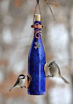 mangeoire oiseaux -bouteille-verre-bleu-grains