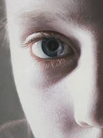 Gottfried Helnwein paintings hyper-realistic little girls injured innocence violence Murmur of the innocents - painting and detail Hyperrealism Paintings, Hyperrealistic Art, Gottfried Helnwein, Hyper Realistic Paintings, Photo D Art, Art Gallery, Realism Art, Mixed Media Canvas, Figure Painting