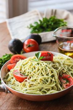 Garlic Avocado Pasta: quick 15 minute recipe that's healthy and tasty. The lightness of the olive oil and garlic combine well with the avocado's creaminess.