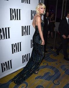 Pin for Later: #SorryNotSorry —Taylor Swift Is Sticking to Her '90s Style