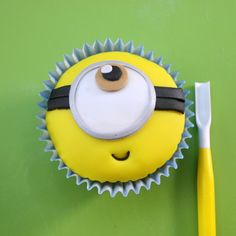 Minion Cupcake Tutorial | Despicable Me Cake Ideas