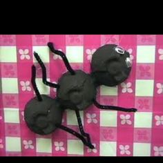 Ant craft for kids using egg cartons, perfect for picnic theme!