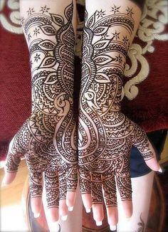 A henna artist
