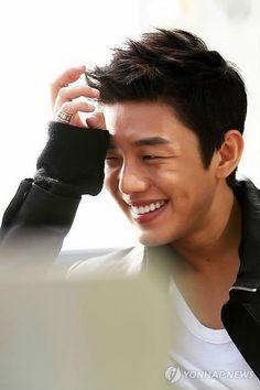 Yoo Ah In.this smile. Watching Secret Love Affair, he is wonderfully shy and coltish in his feelings. Korean Star, Korean Men, Asian Men, Asian Actors, Korean Actors, Lee Hyun Woo, Lee Jong Suk, Oppa Ya, K Drama