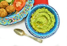 An easy green pesto made with kale, coriander (cilantro) and cashew nuts instead of pine nuts. It tastes divine!