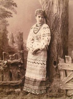 Киянка. 1880 рік. Світлина Ф. Мезера Ethnic Outfits, Ethnic Clothes, Imperial Russia, Folk Costume, Traditional Dresses, Old Photos, Illustrators, Past, Old Things
