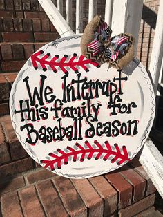 "Your individual door hanger Sure, the classic is of course the door pendant, by which on the leading ""don't disturb"" and on the trunk ""in"" stands. Baseball Wreaths, Baseball Crafts, Baseball Signs, Sports Wreaths, Baseball Mom, Baseball Wall, Baseball Pitching, Baseball Stuff, Baseball Party"