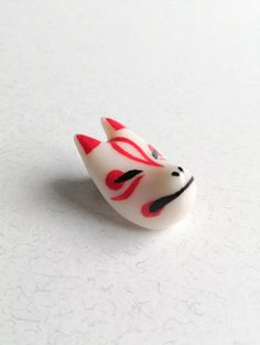 Kitsune Mask lapel pin Kitsune Mask, 3 Shop, Lapel Pins, Sculpting, Polymer Clay, Hand Painted, Unique Jewelry, Handmade Gifts, Etsy