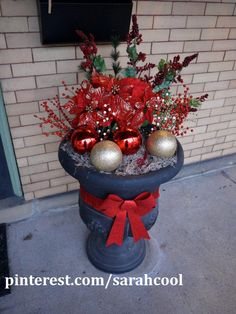 My pinterest-inspired Christmas urn.  Super easy.  Might have stayed up for 3 months.  Haha.