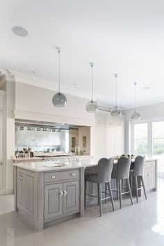 Contemporary Open Plan Kitchen, Theydon Bois – Humphrey Munson Kitchens – Home living color wall treatment kitchen design Open Plan Kitchen Living Room, Open Plan Living, Home Decor Kitchen, Kitchen Interior, New Kitchen, Home Kitchens, Dining Room, Kitchen Ideas, Kitchen Island With Cooker