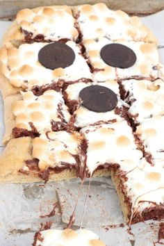 Spooky Smores Pizza - a sweet ghost-shaped pizza with a graham cracker crust and scrumptious s'mores toppings for a fun and yummy Halloween dessert!
