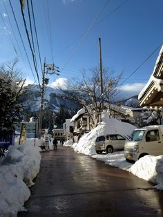 Hakuba Ski Resort Japan with Kids. Great snow, food and hotels in Hakuba, Nagano Japan. With kids for a skiing holiday. Baby Winter, Winter Snow, Winter Time, Ski Season, Adventure Is Out There, Winter Wonderland, Nice, Skiing, Places To Go
