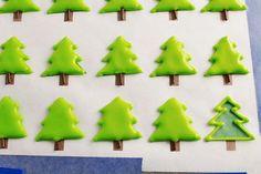 Simple-Christmas-Royal-Icing-Transfers-thebearfootbaker.com_