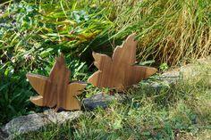 Deko-Objekte - Ahornblätter aus Nussbaumholz - ein Designerstück von…