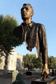 ART: Surreal Sculptures by Bruno Catalano French sculptor Bruno Catalano works in bronze sculpture, with a reoccuring motif. Amazing Street Art, Amazing Art, Surrealism Sculpture, Art Sculptures, Grandeur Nature, Photo D Art, Chef D Oeuvre, Contemporary Sculpture, Art Carved